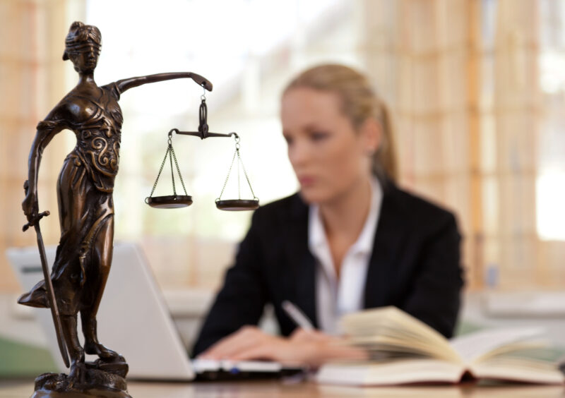 There are several advantages of hiring a criminal defense lawyer. Click here to learn how to find the right attorney for your case.